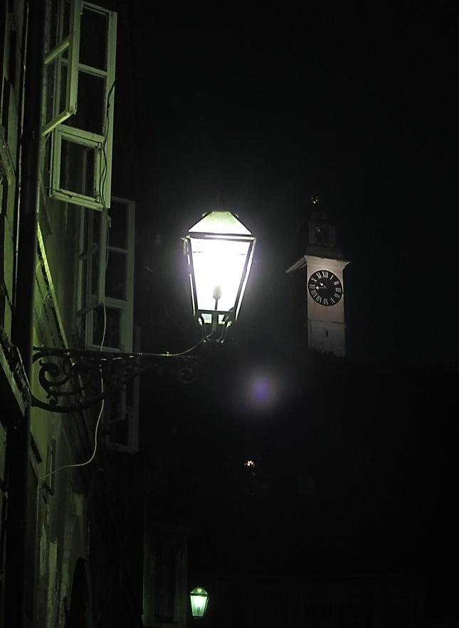 sat i svetiljka